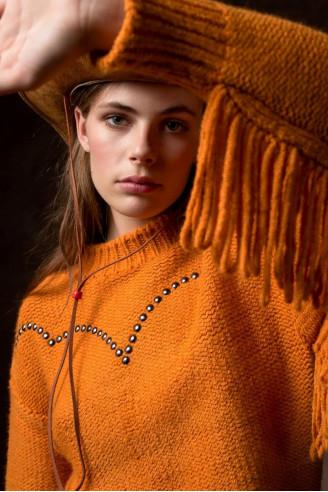 Μπλούζα πορτοκαλί με κρόσσια και metal snaps